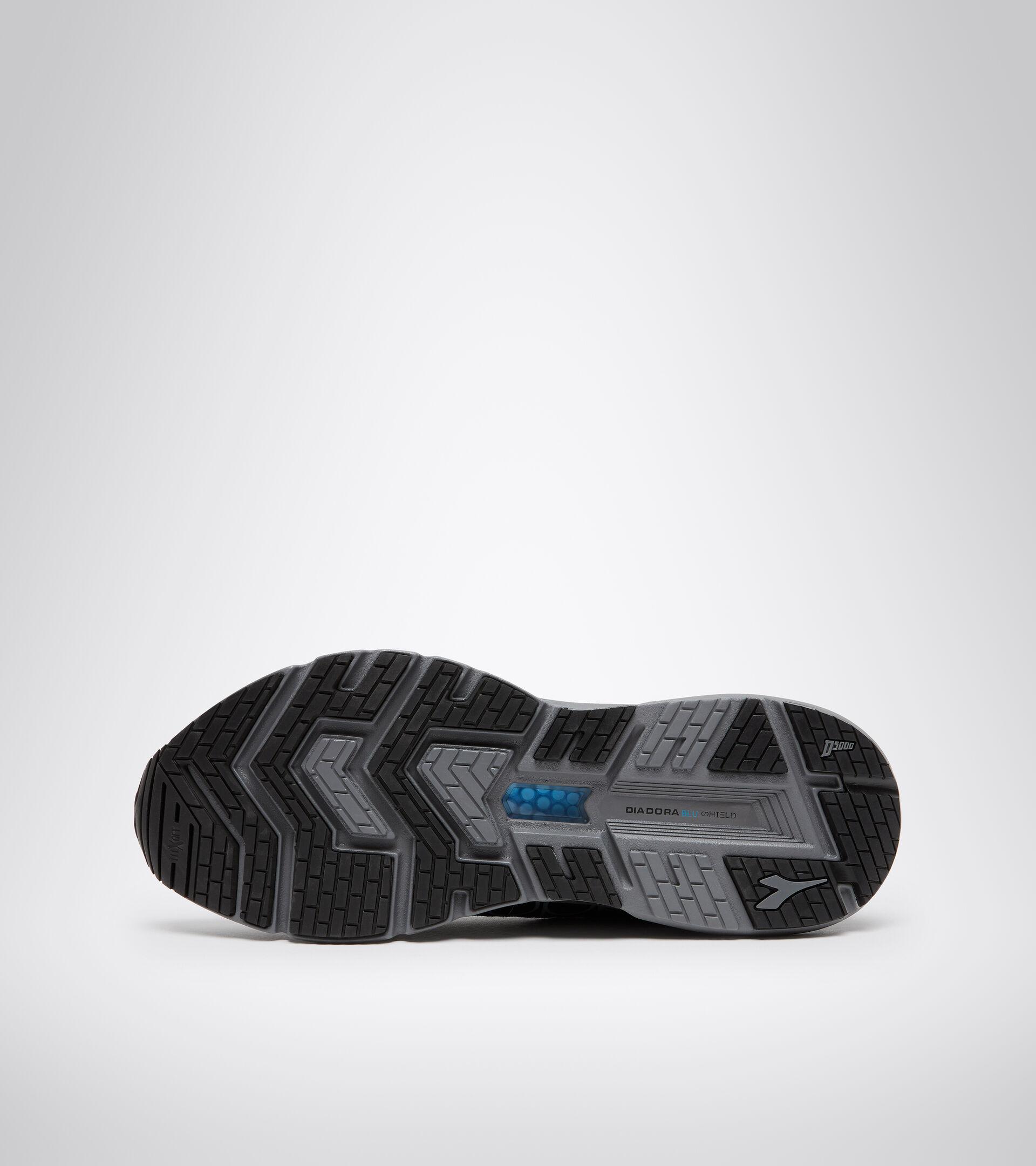Footwear Sport UOMO MYTHOS BLUSHIELD VOLO HIP BLACK/STEEL GRAY Diadora