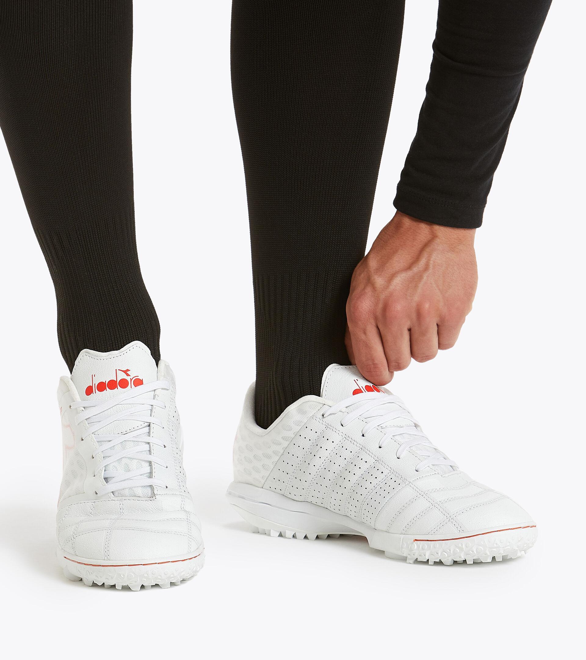 Footwear Sport UOMO BRASIL SALA TF WHITE/FLUO RED Diadora
