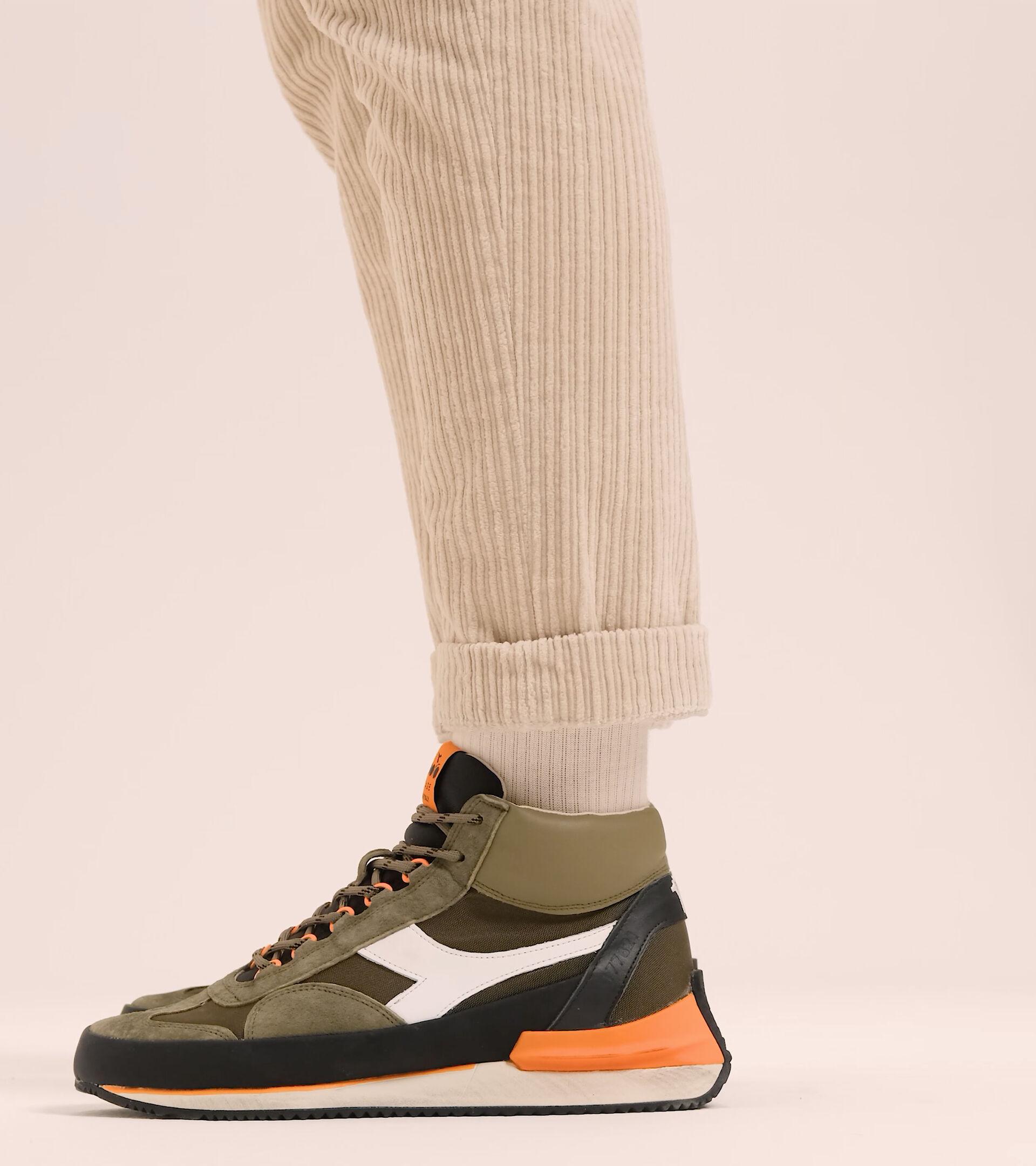 Footwear Heritage UNISEX EQUIPE MID MAD ITALIA NUBUCK SW OLIVINO Diadora