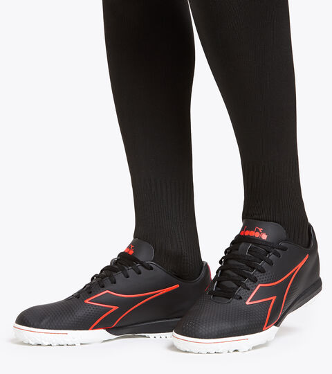 Footwear Sport UOMO PICHICHI 4 TFR NOIR/ROUGE FLUO/BLANC Diadora