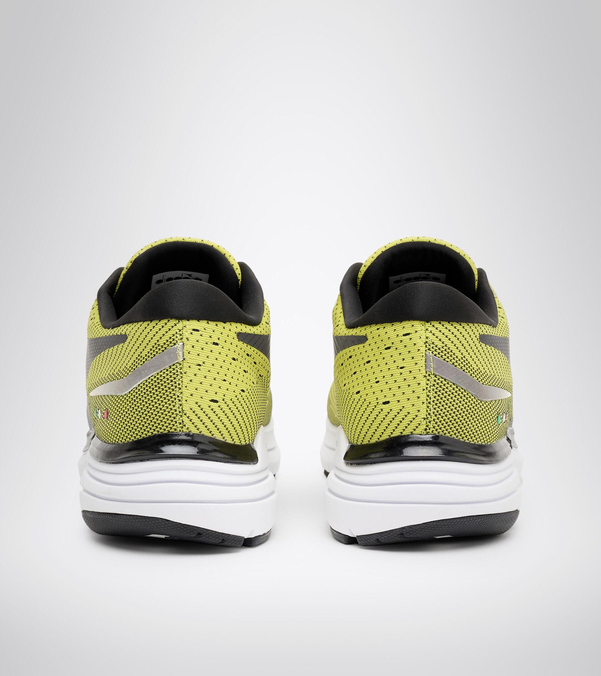 Chaussures de running - Homme MYTHOS BLUSHIELD 6 SOURCES SULFUREUSES/NOIR/BLANC - Diadora
