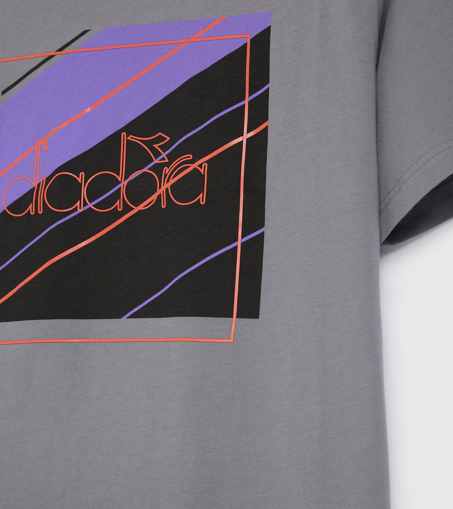 Apparel Sportswear UOMO T-SHIRT SS 5PALLLE URBANITY GRIS ACERO Diadora