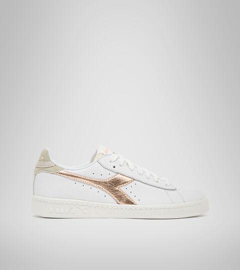 Sports shoe - Women GAME L LOW ICONA GLOSSY WN WHITE/COPPER - Diadora