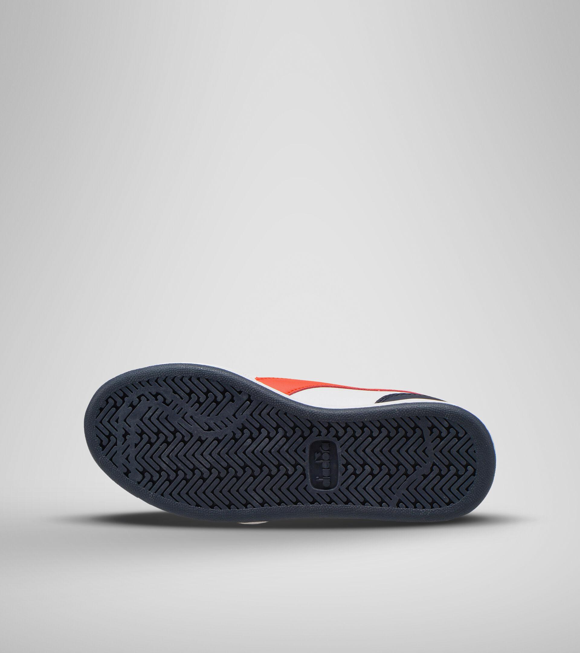 Footwear Sport BAMBINO PLAYGROUND GS WHITE/FIESTA/BLACK IRIS Diadora