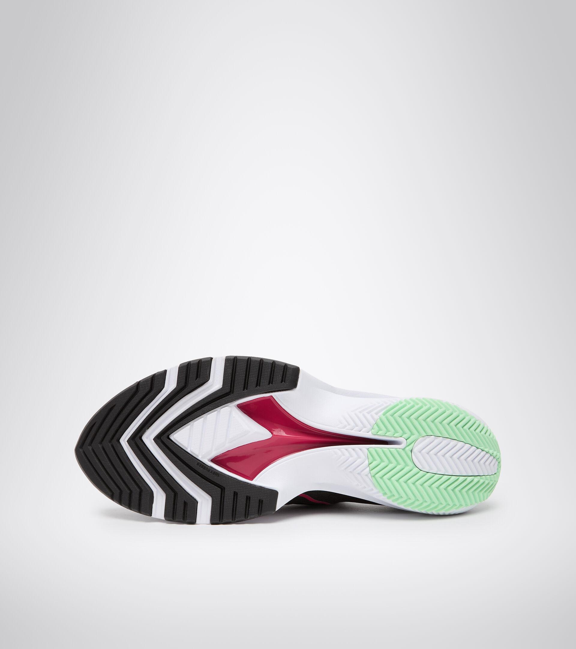 Chaussures de running - Femme EQUIPE CORSA W NOIR/ROSE VOYANT/BLANC - Diadora