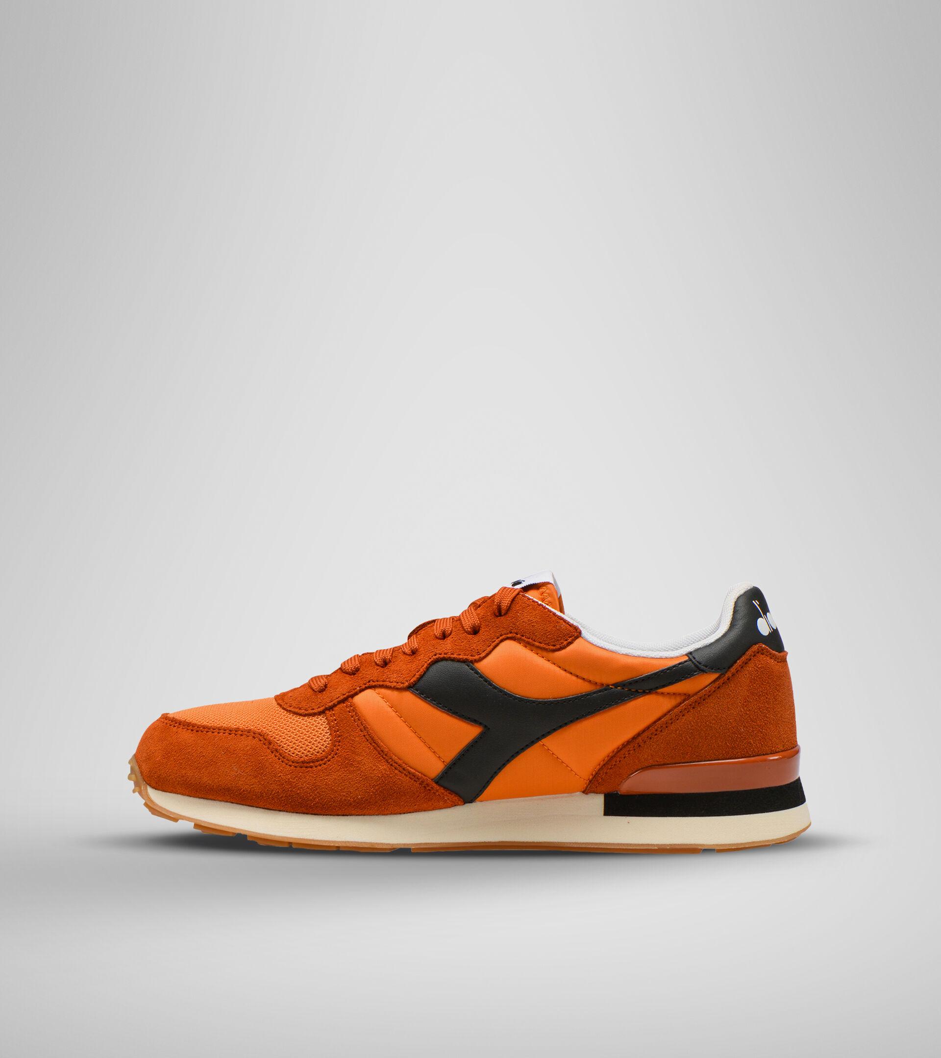 Footwear Sportswear UNISEX CAMARO GOLD FLAME/DESERT SUN/BLACK Diadora