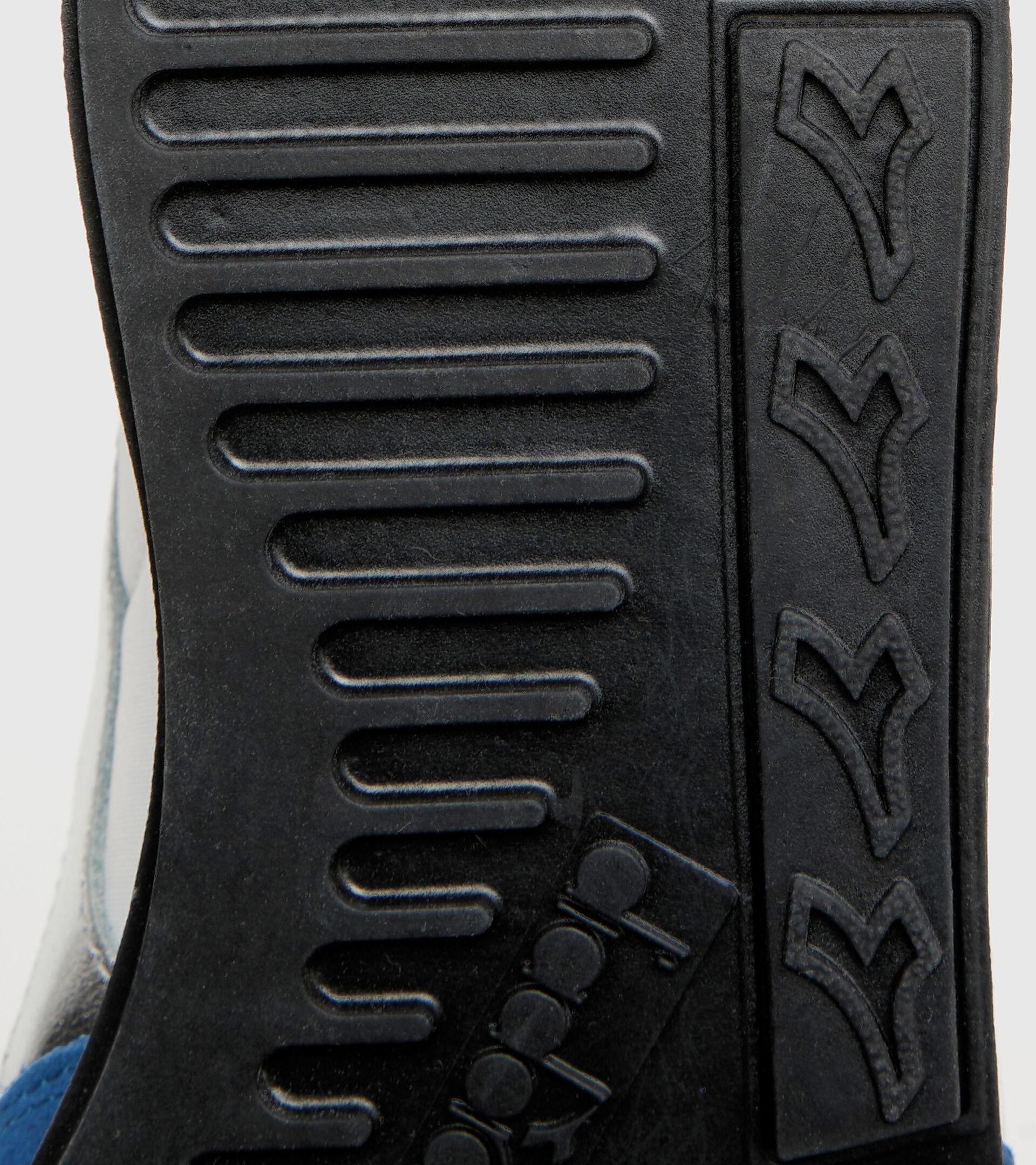 Sports shoe - Unisex CAMARO METAL WHITE/DUTCH BLUE - Diadora