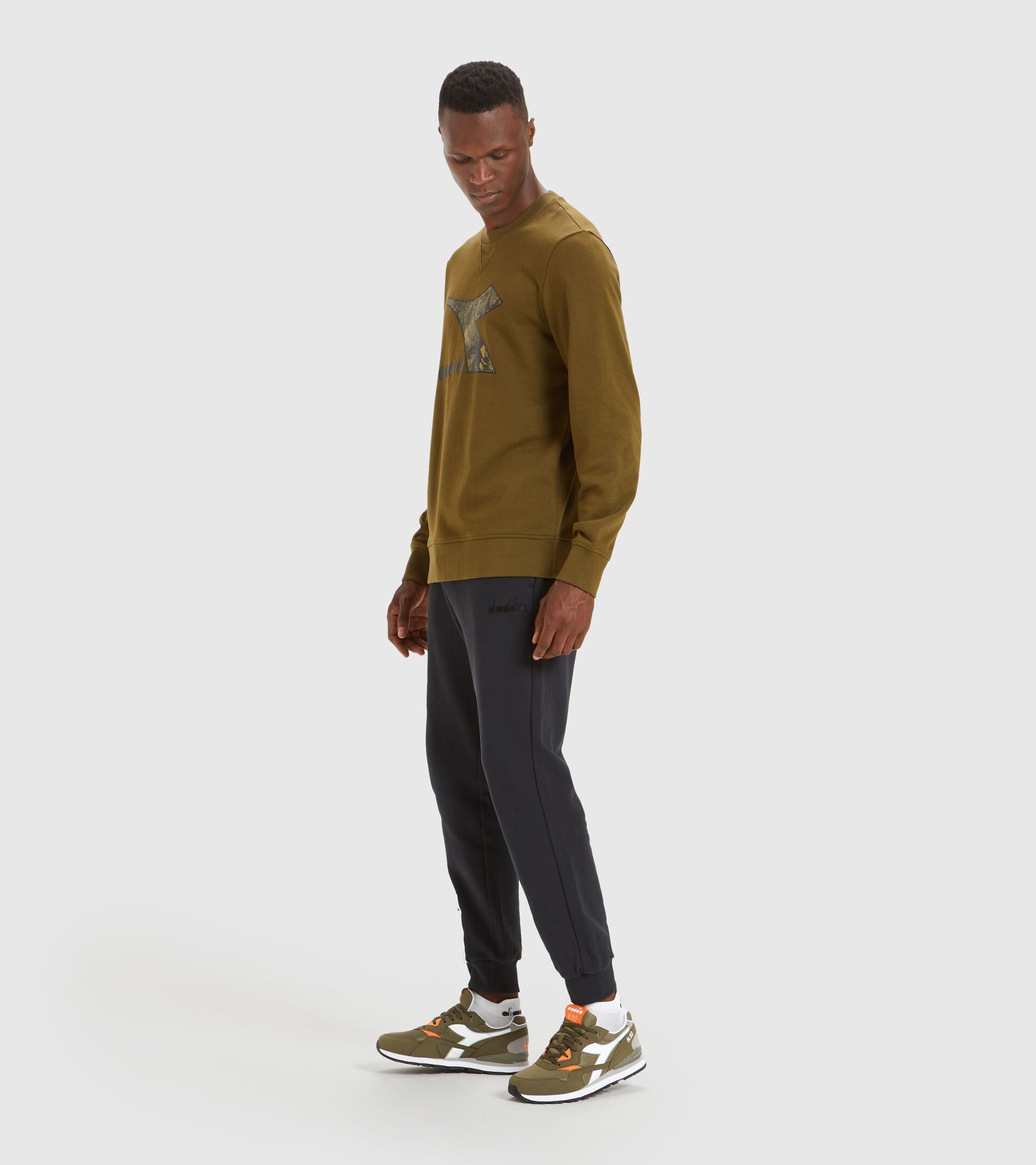 Sweater mit Rundhalsausschnitt - Herren SWEATSHIRT CREW LOGO CHROMIA DUNKELOLIV - Diadora