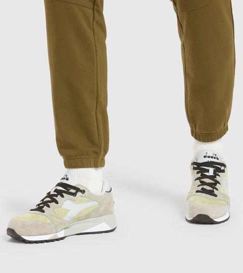 Footwear Sportswear UOMO S8000 OVERLAND BEIGE MALTA Diadora