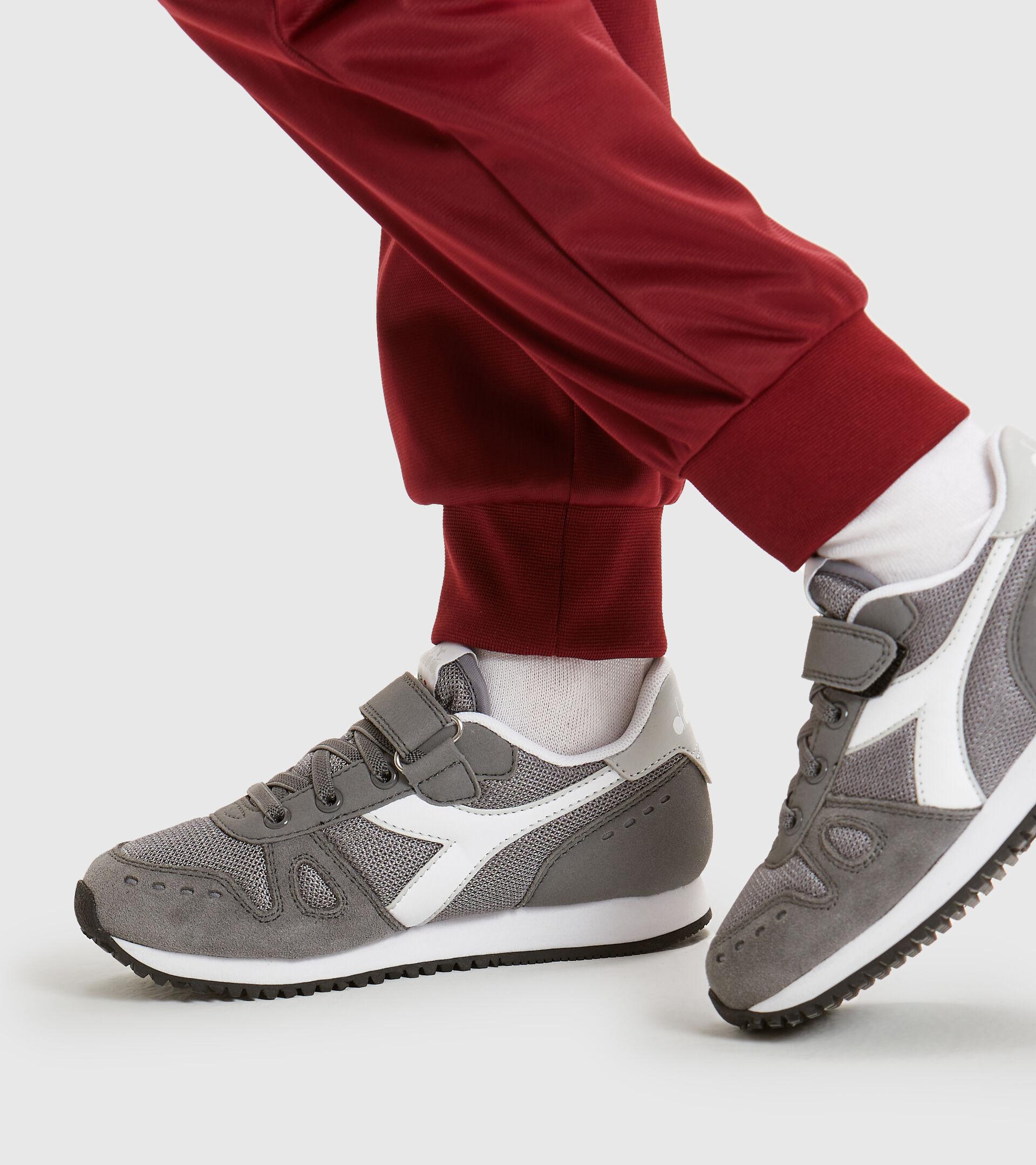 Footwear Sport BAMBINO SIMPLE RUN PS GRIS ACERO Diadora