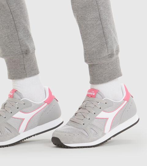 Chaussures de sport - Jeunes 8-16 ans SIMPLE RUN GS GRIS COLOMBE - Diadora