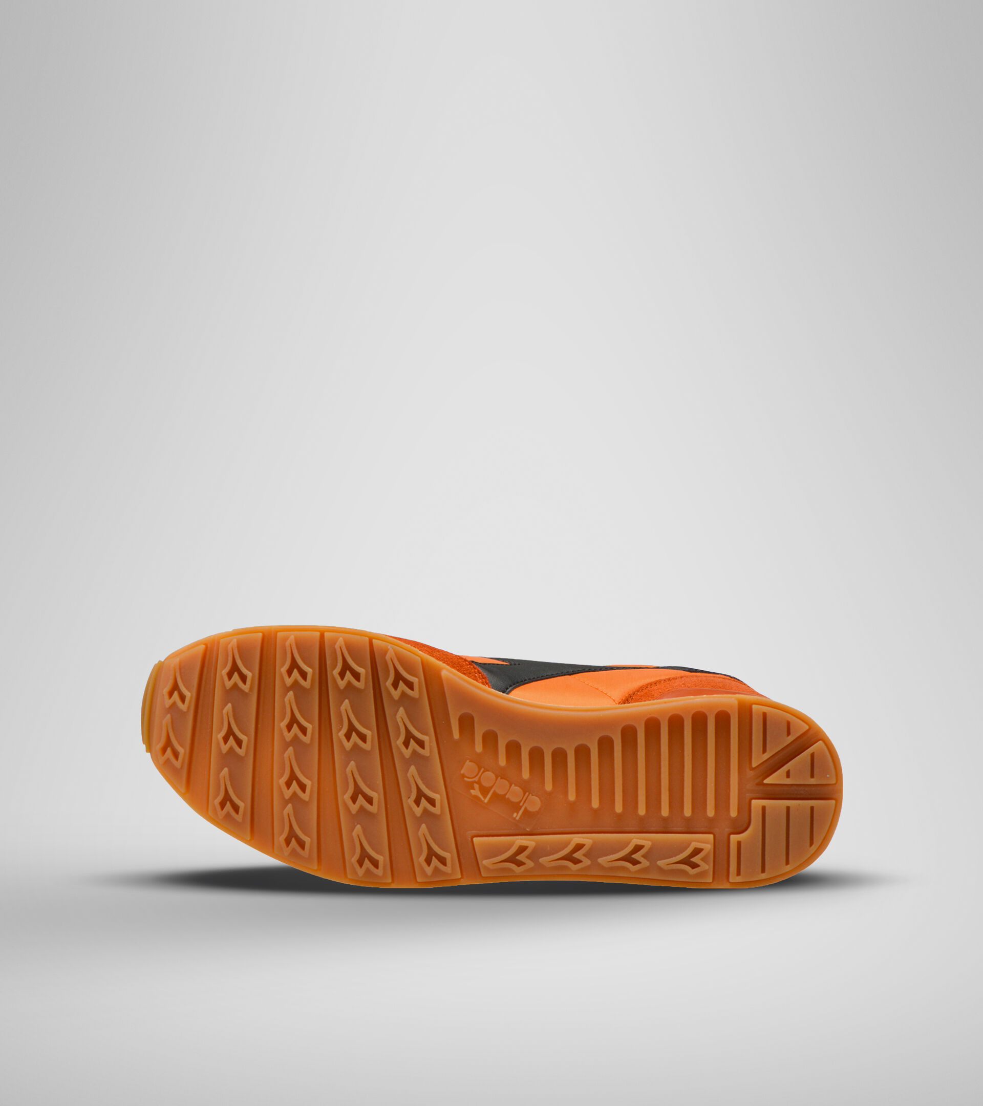 Footwear Sportswear UNISEX CAMARO MRRN FIAMMA DORATA/MRRN SOLE D Diadora