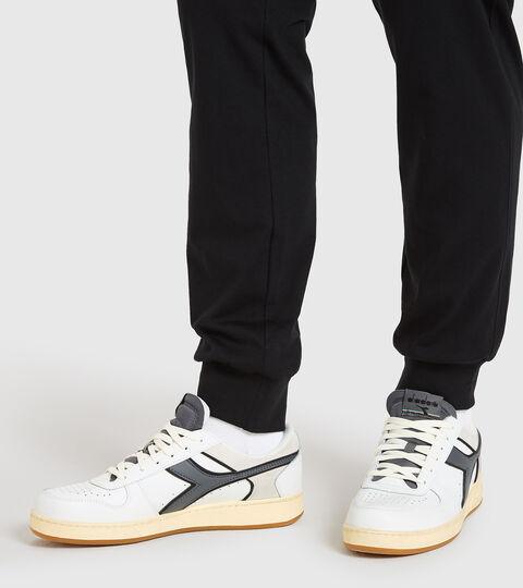 Chaussures de sport - Unisexe MAGIC BASKET LOW ICONA BIANCO/GRIGIO ACCIAIO - Diadora