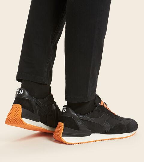 Heritage shoe - Unisex EQUIPE MAD ITALIA NUBUCK SW BLACK - Diadora