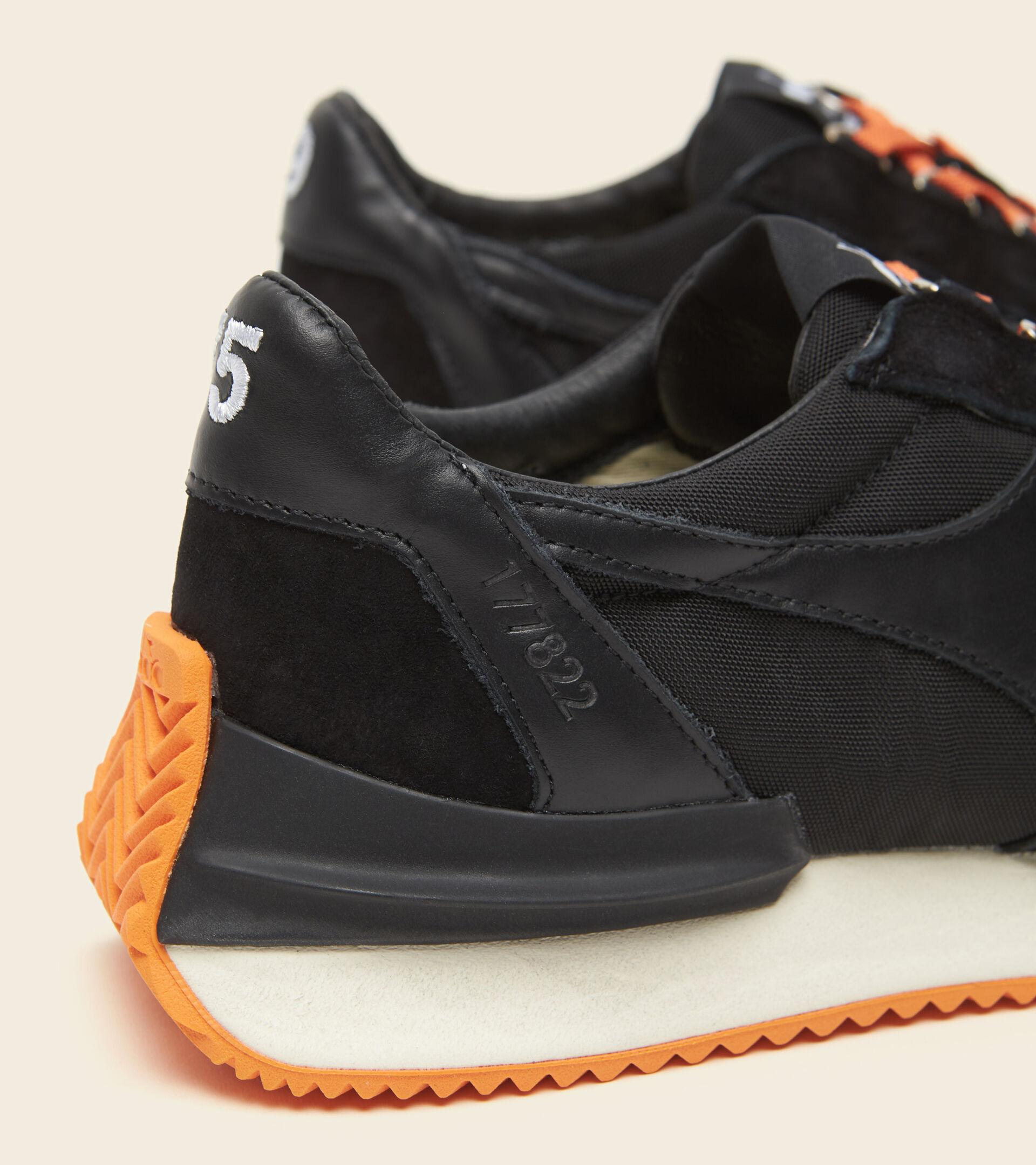Footwear Heritage UNISEX EQUIPE MAD ITALIA NUBUCK SW NEGRO Diadora