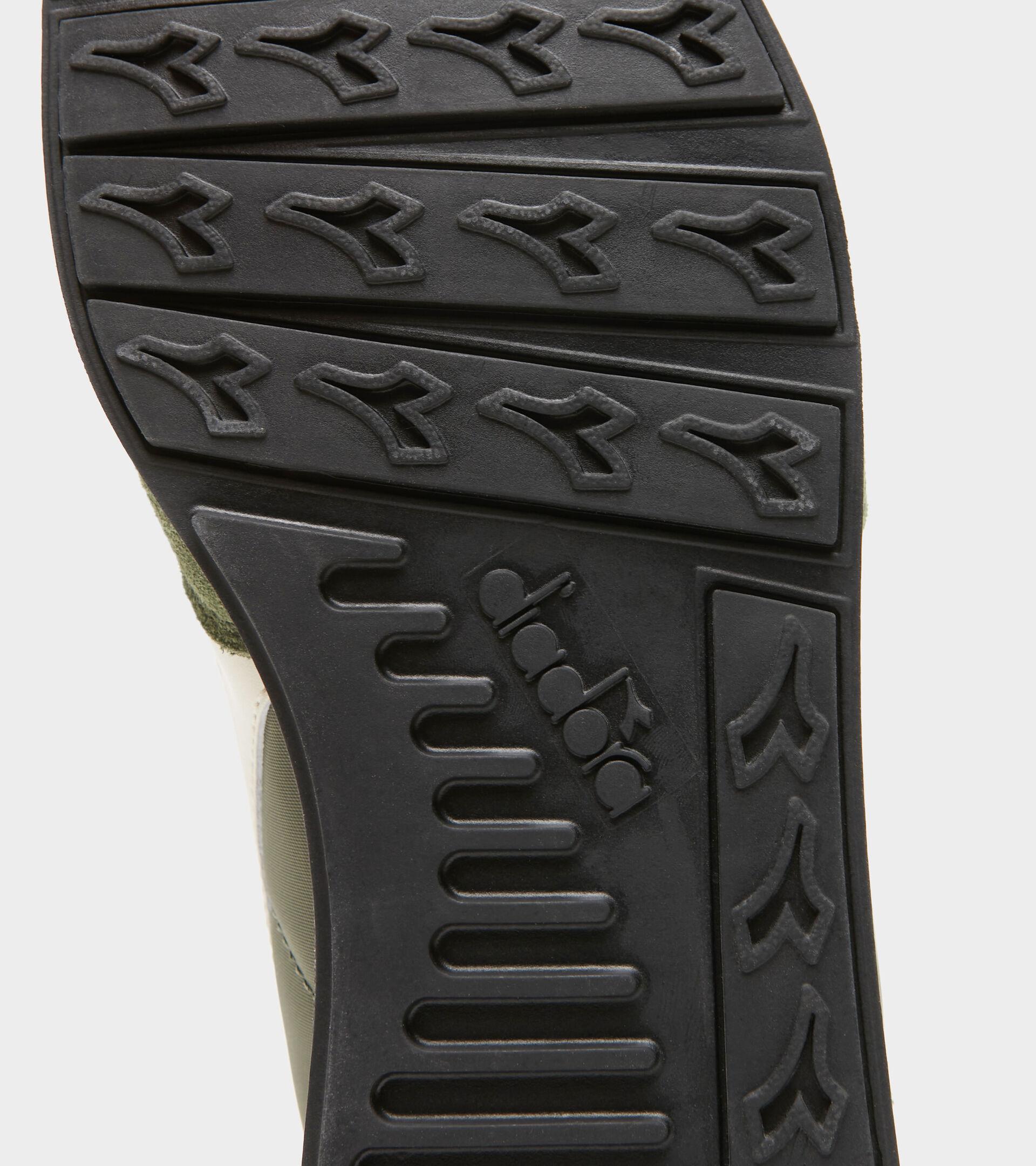 Footwear Sportswear UNISEX CAMARO VERDE OLIVINA/BIANCO SOSPIRO Diadora