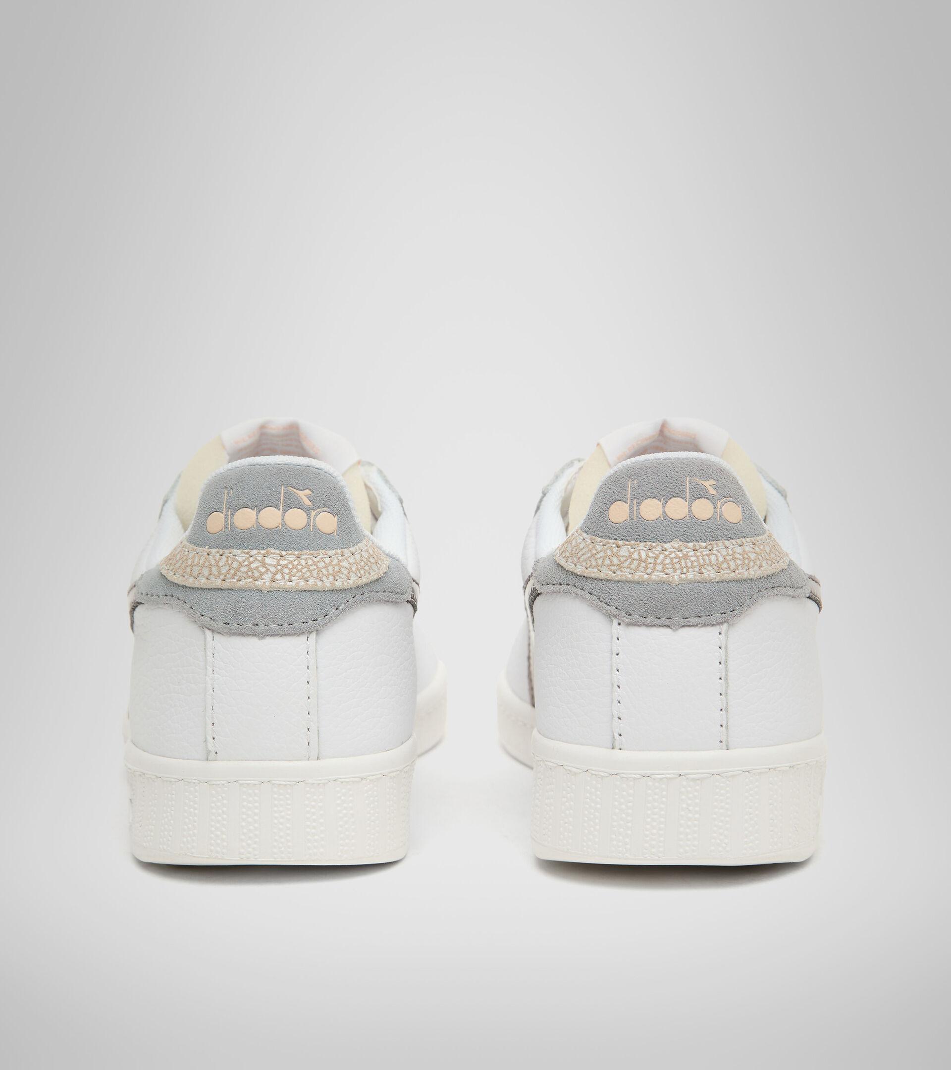 Footwear Sportswear DONNA GAME L LOW ICONA GLOSSY WN BLANCO/PLATA Diadora