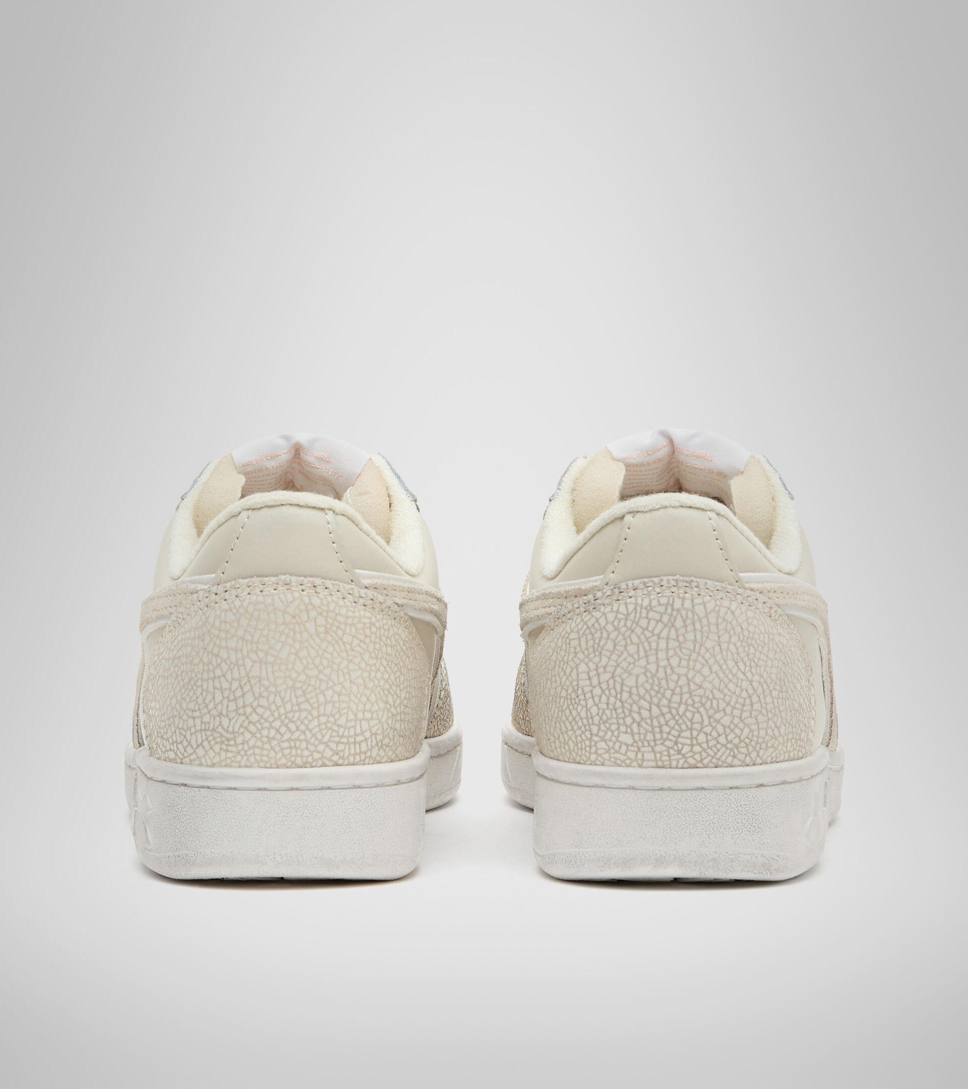 Footwear Sportswear DONNA MAGIC BASKET LOW ICONA WN BLANCO HUESO Diadora