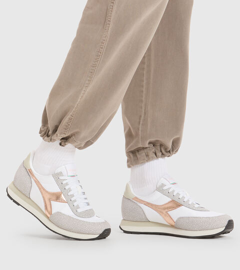 Footwear Sportswear DONNA KOALA ICONA GLOSSY WN BLANCO/COBRE Diadora