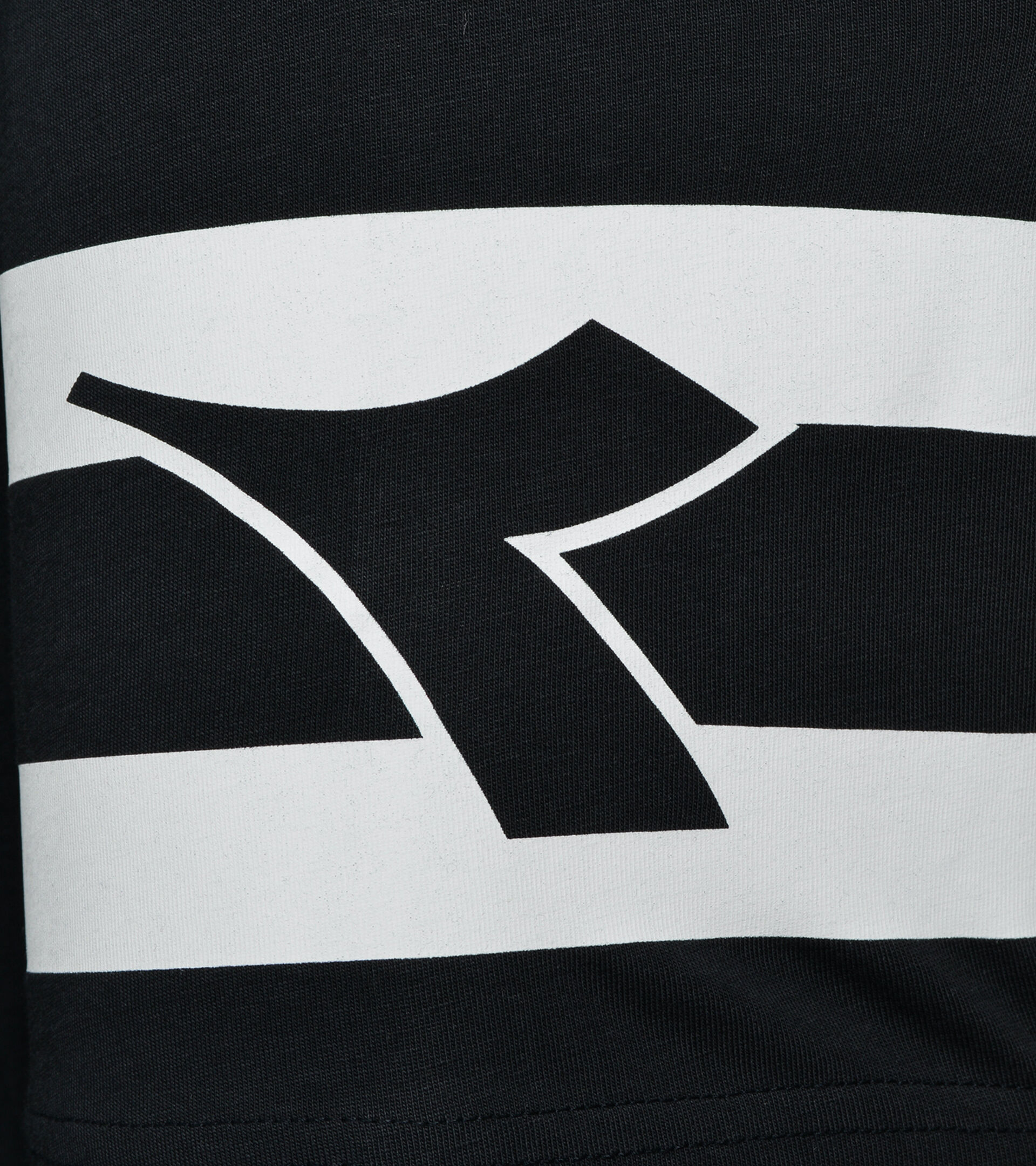 Camiseta - Hombre  T-SHIRT SS HOOPS NEGRO - Diadora