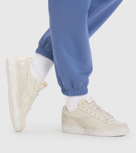 Chaussures de sport - Femme MAGIC BASKET LOW ICONA WN BLANC OS - Diadora