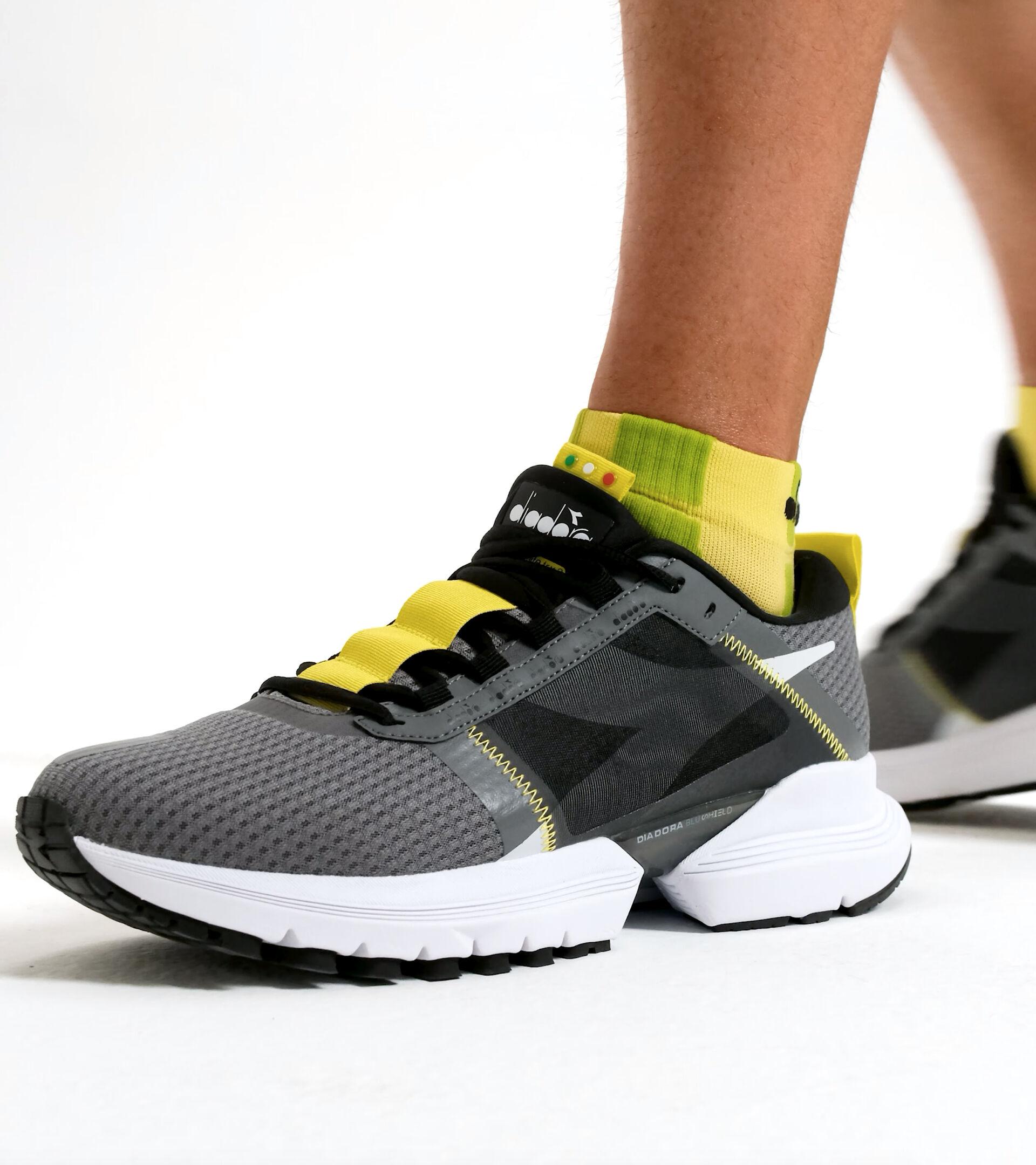 Footwear Sport UOMO MYTHOS BLUSHIELD ELITE TRX 2 GRIGIO ACCIAIO/NERO Diadora