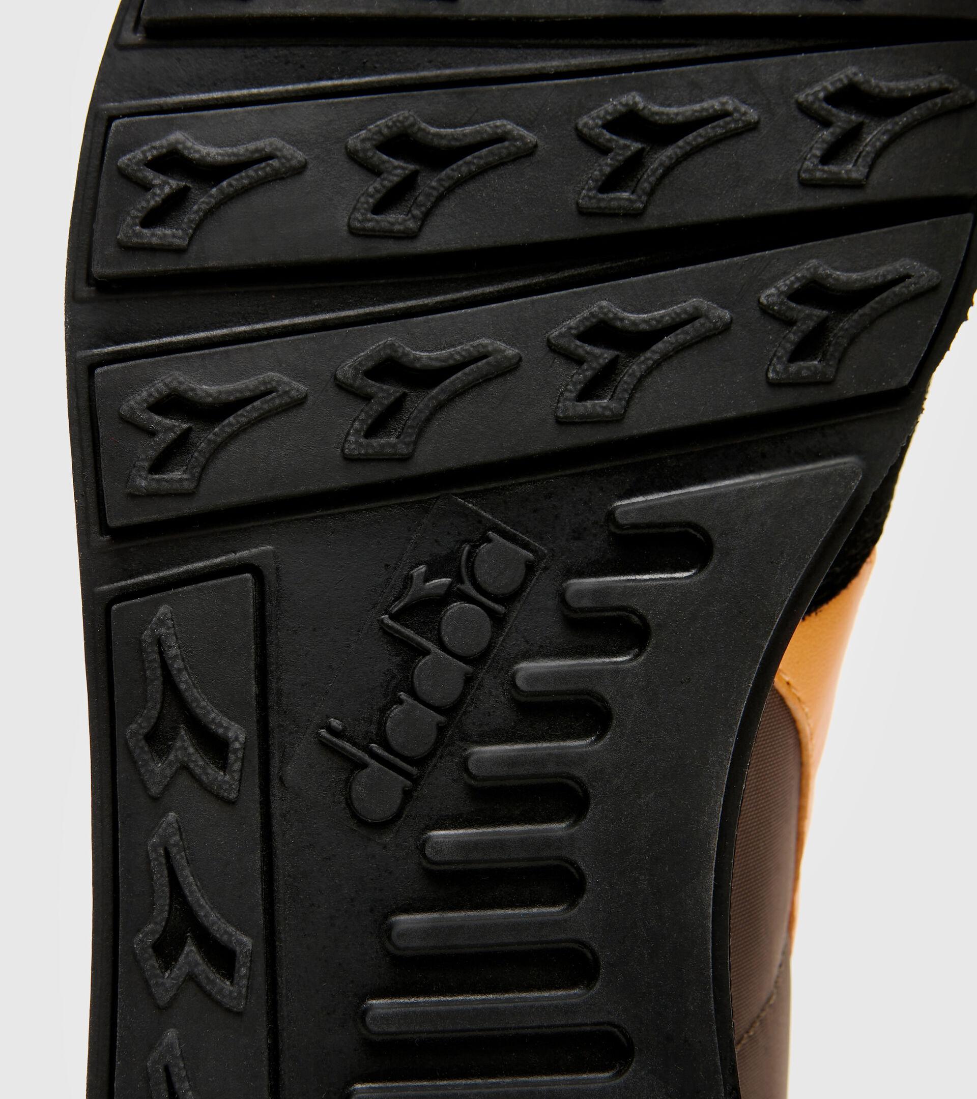 Footwear Sportswear UNISEX CAMARO PINE BARK Diadora