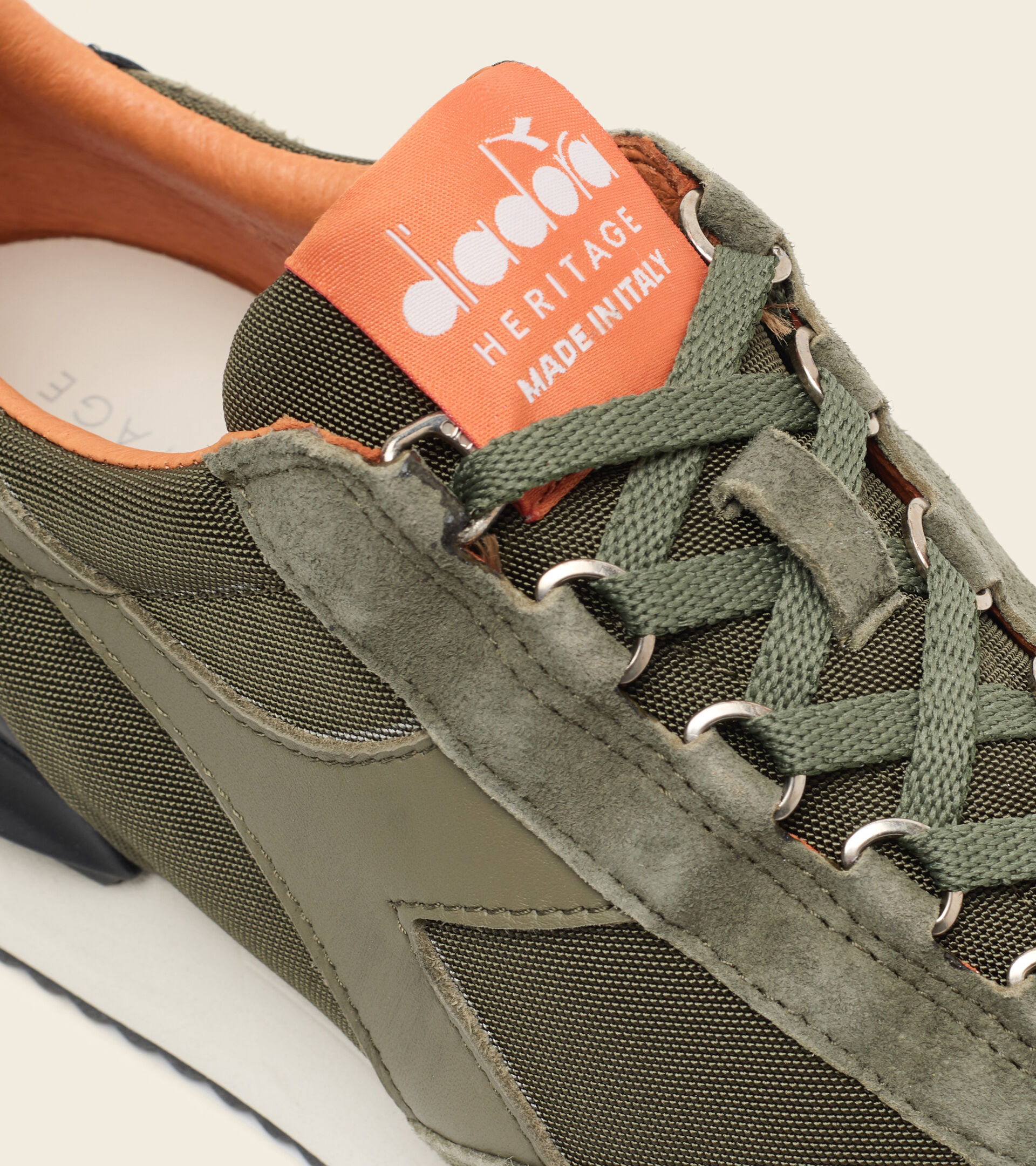 Footwear Heritage UNISEX EQUIPE MAD ITALIA NUBUCK SW OLIVINO Diadora
