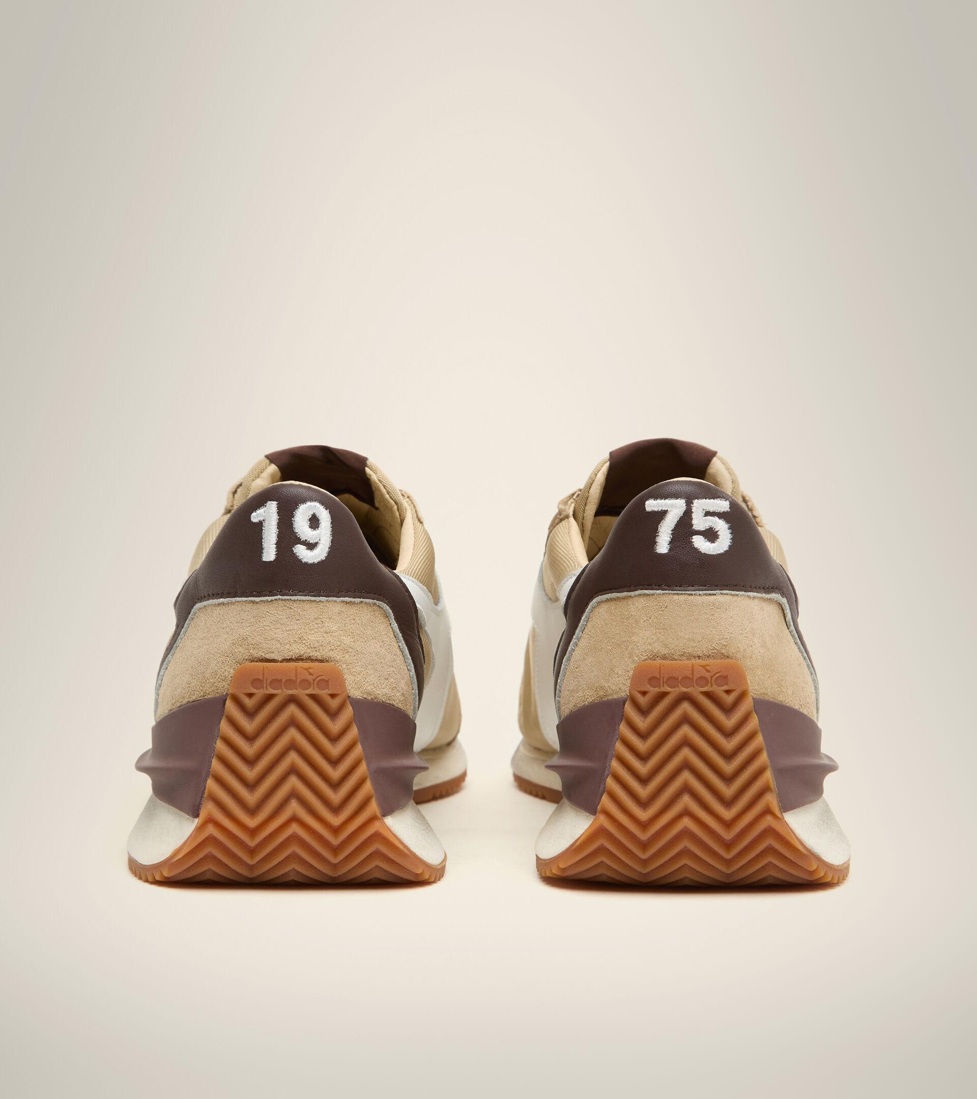 Footwear Heritage UNISEX EQUIPE MAD ITALIA NUBUCK SW BEIGE SAFARI Diadora