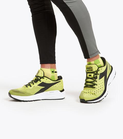 Footwear Sport UOMO MYTHOS BLUSHIELD 6 MANANTIALES DE SULFURO/NRG/BLC Diadora