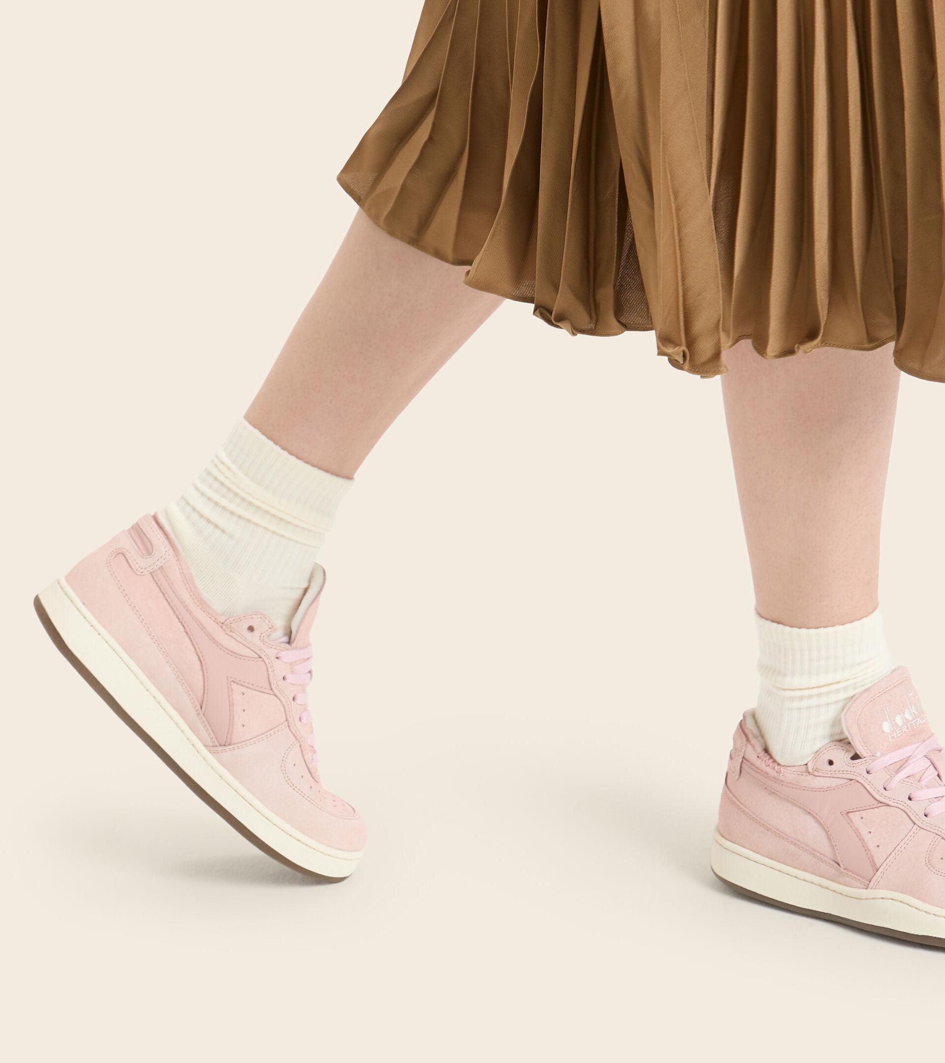 Zapatillas Heritage - Mujer MI BASKET ROW CUT SUEDE USED WN ROSA PLATA - Diadora