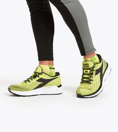 Running shoe - Men's MYTHOS BLUSHIELD 6 SULPHUR SPRING/BLACK/WHITE - Diadora