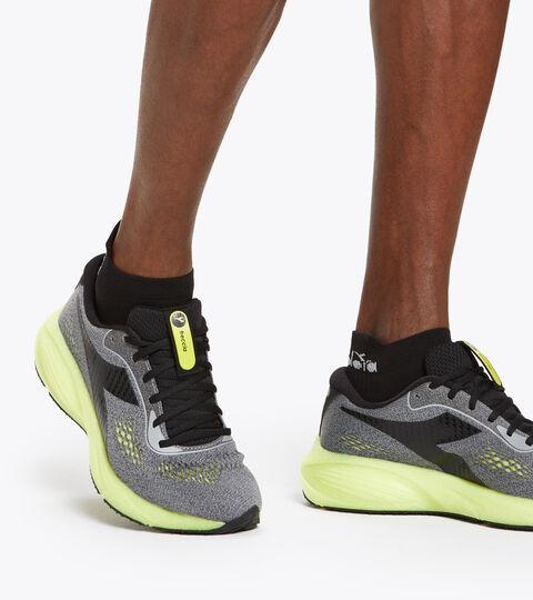 Running shoes - Men FRECCIA ALLOY/BLACK/SULPHUR GREEN - Diadora