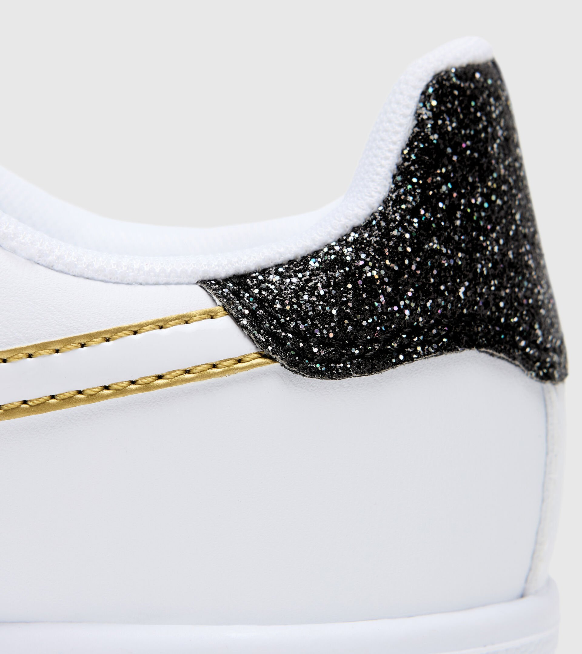 Sports shoes - Youth 8-16 years GAME P GS GIRL WHITE/BLACK/GOLD - Diadora