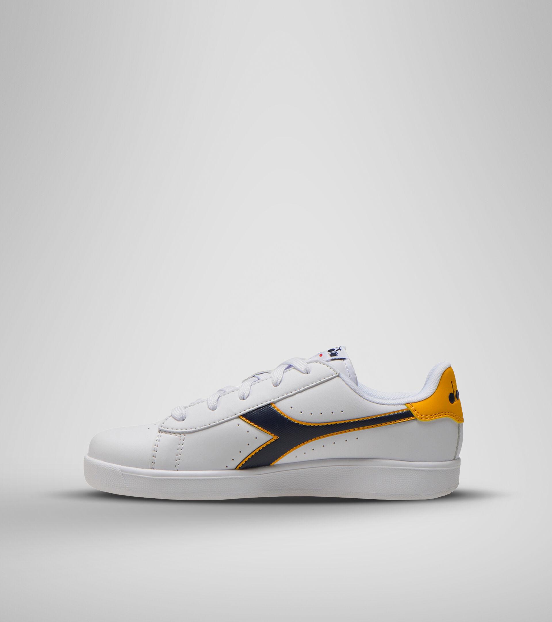 Sports shoes - Youth 8-16 years GAME P GS WHITE/BLACK IRIS/GOLD FUSION - Diadora