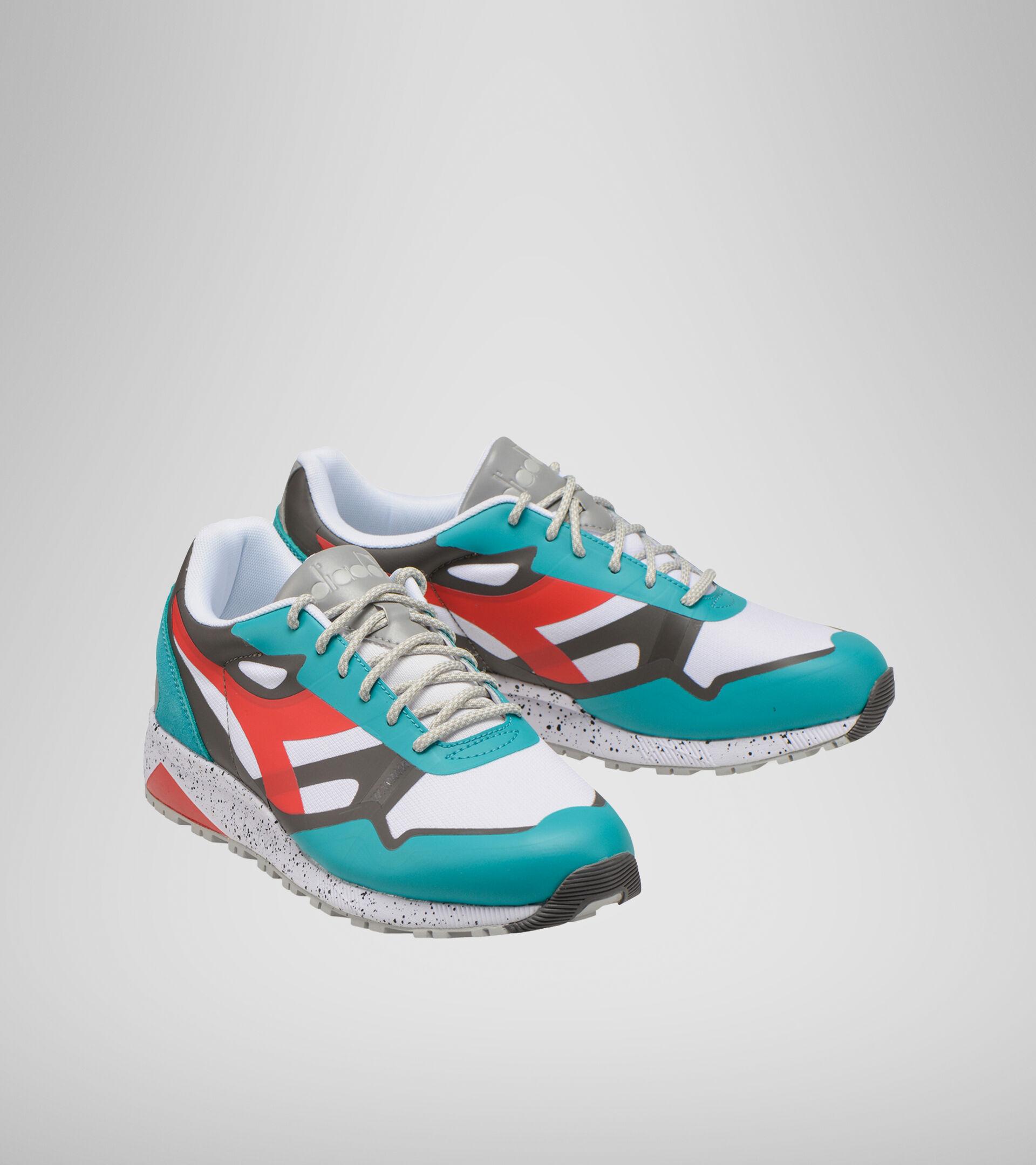 Footwear Sportswear UOMO N902 OUTDOOR VIRIDIAN GRN/CAYENNE/EIFFEL TO Diadora