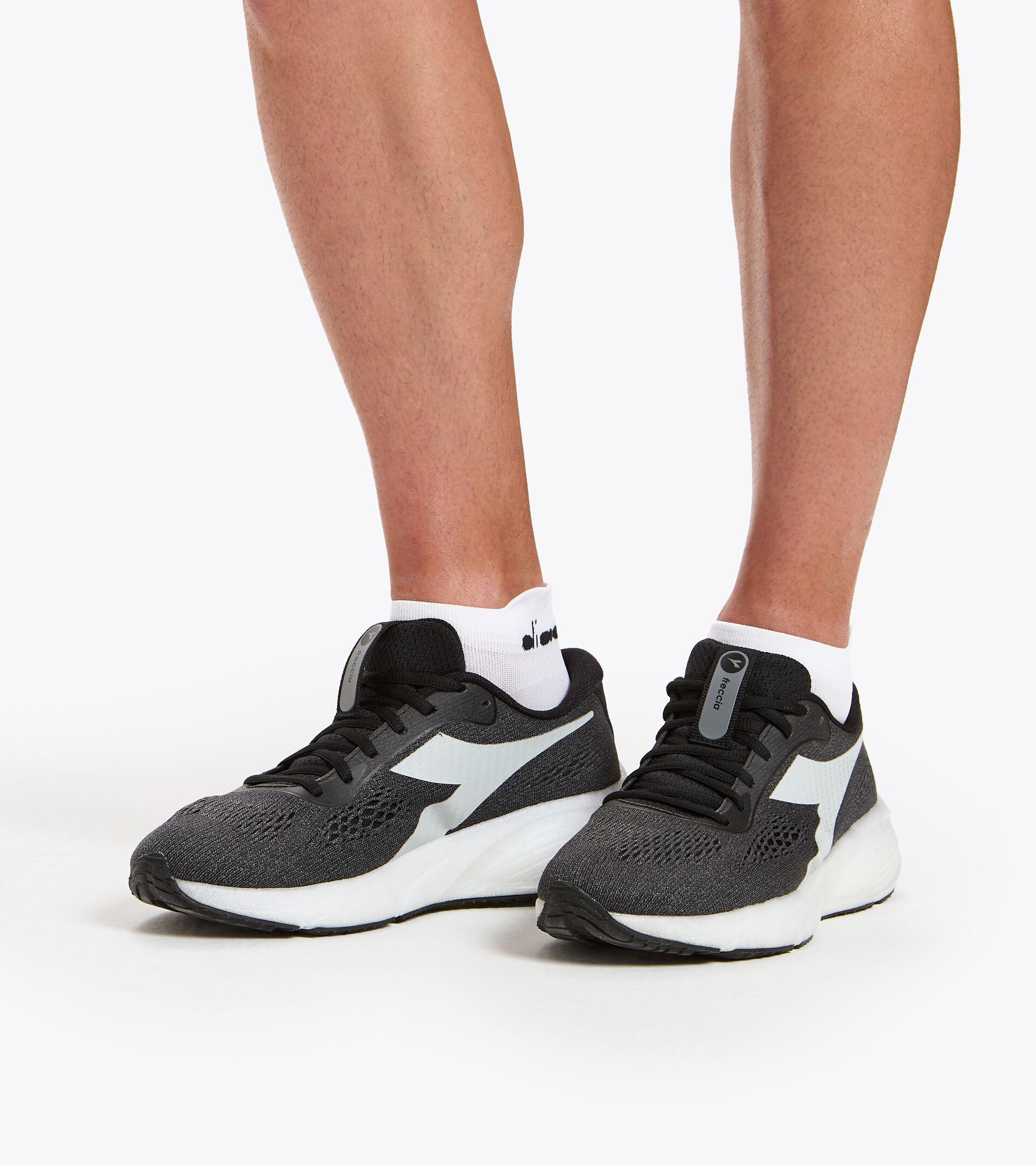 Footwear Sport UOMO FRECCIA NERO/GRIGIO ACCIAIO/BIANCO Diadora