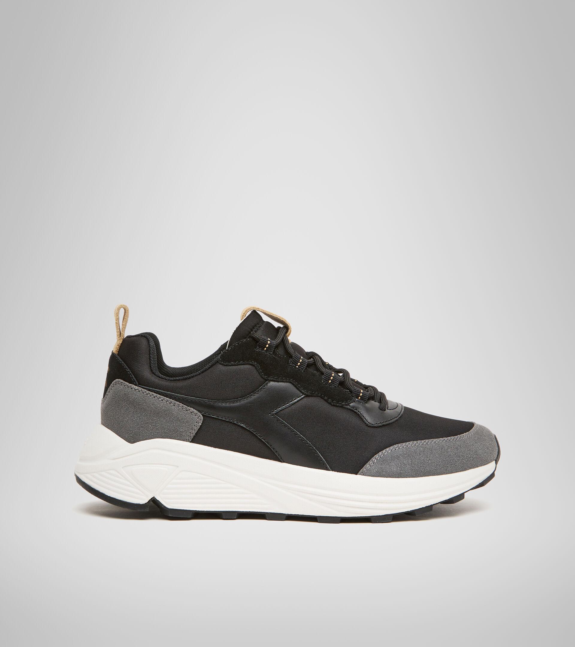 Footwear Sportswear UNISEX RAVE FULL GRAIN SUEDE BLACK Diadora