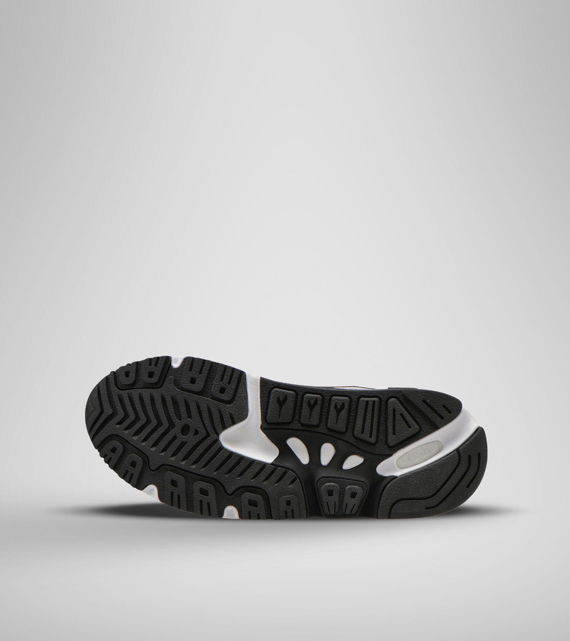 Footwear Sportswear UOMO MYTHOS SUEDE WHITE/BLACK/FIESTA Diadora