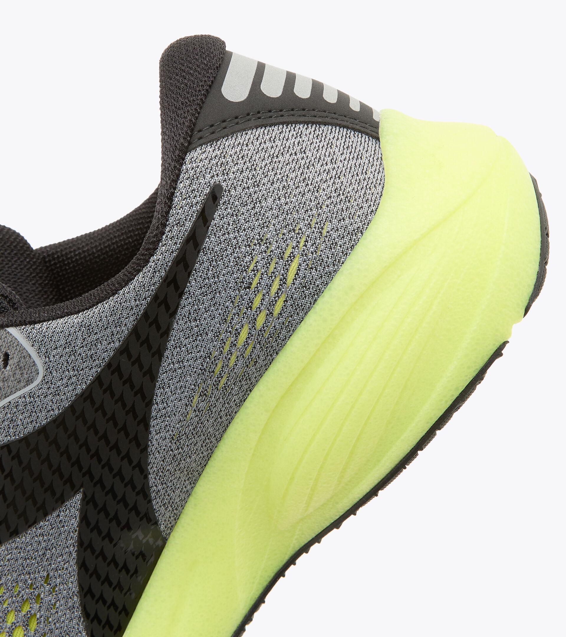 Zapatillas de running - Hombre FRECCIA GRIS ALEACION/NGR/MANANTIALES - Diadora
