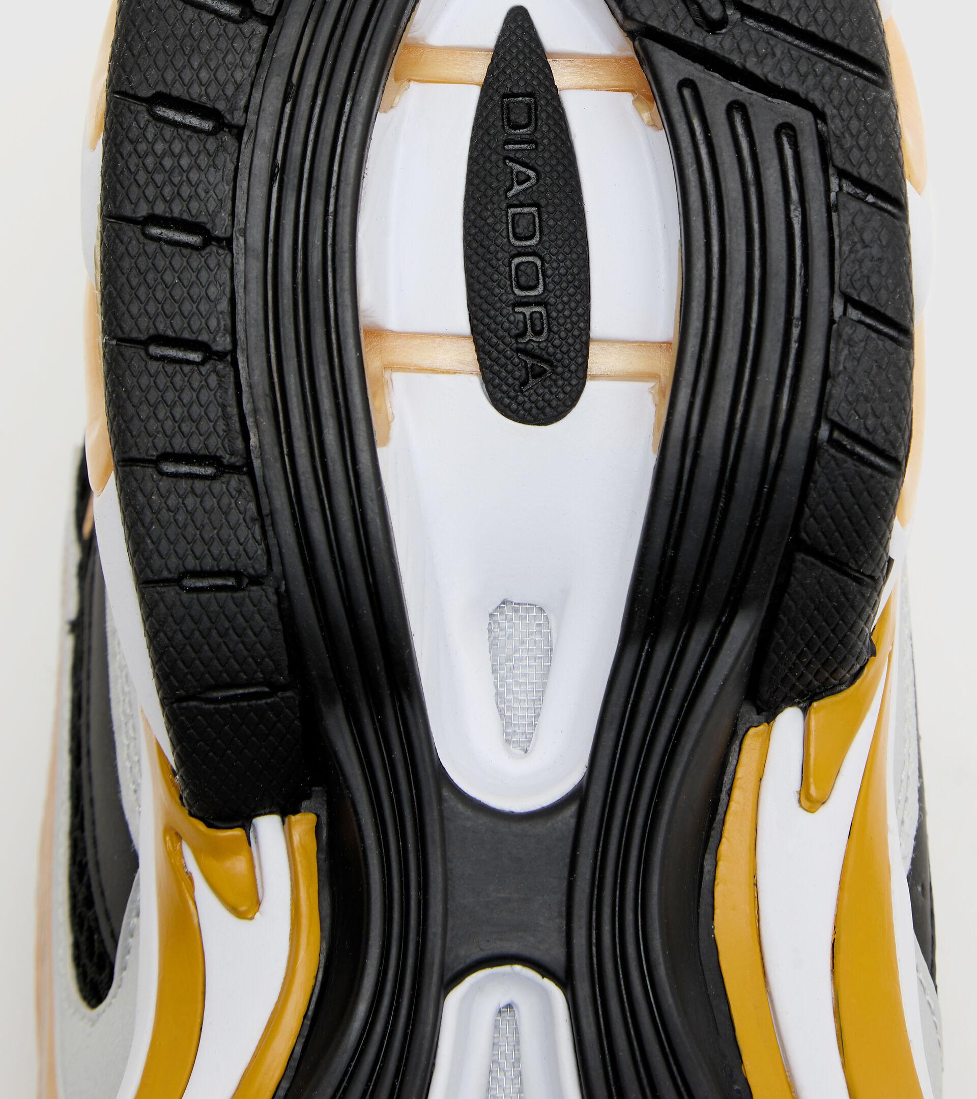 Footwear Sportswear UNISEX MYTHOS PROPULSION 280 BLACK/GOLD Diadora