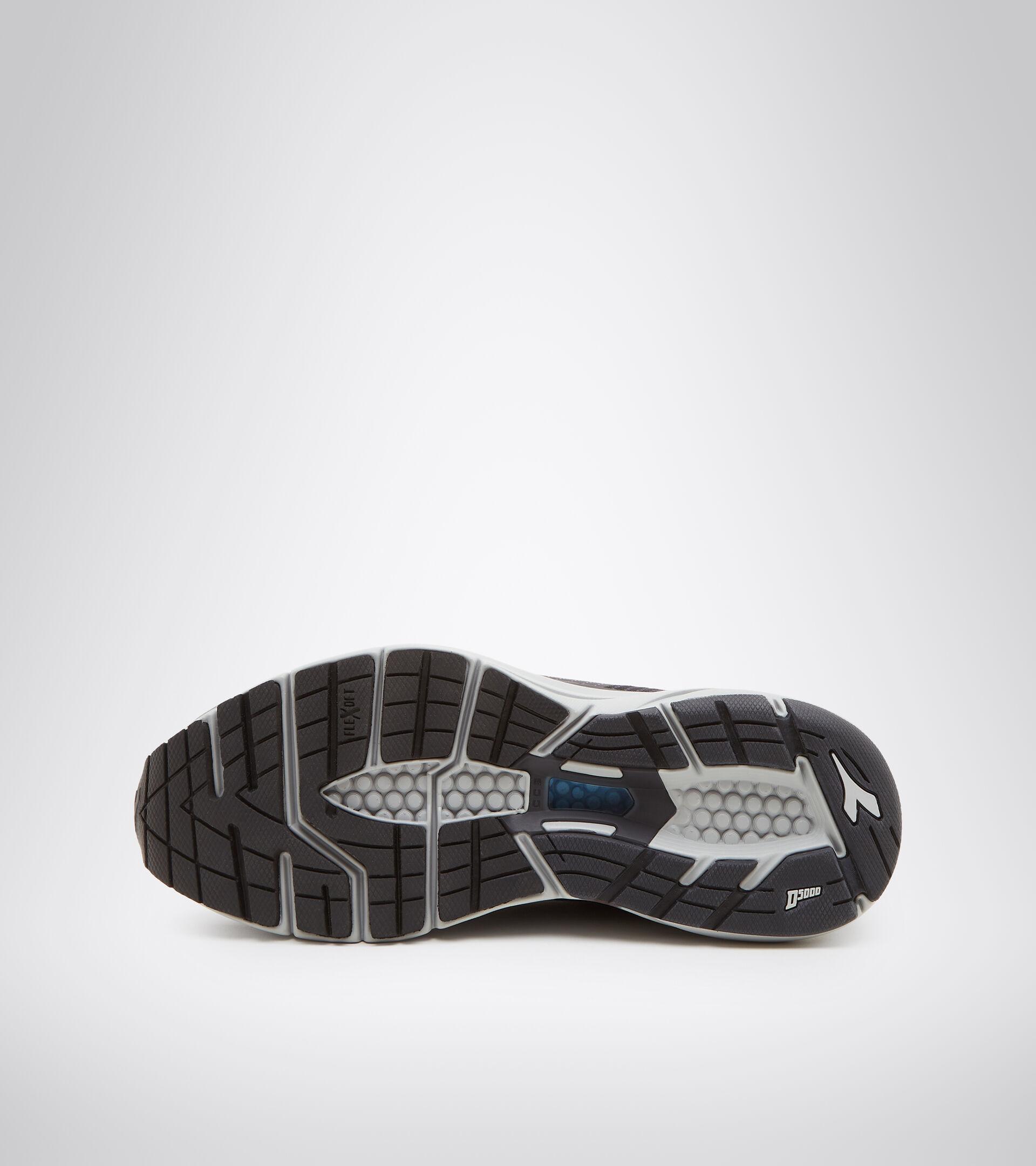 Footwear Sport DONNA MYTHOS BLUSHIELD HIP 6 W BLACK/SILVER Diadora
