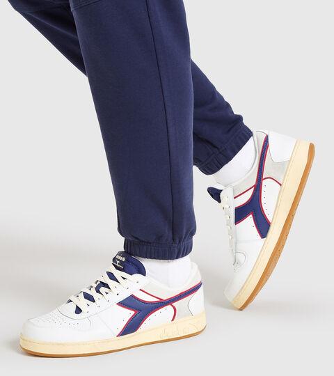 Chaussures de sport - Unisexe MAGIC BASKET LOW ICONA BLANC/BLEU  CREPUSCULE - Diadora