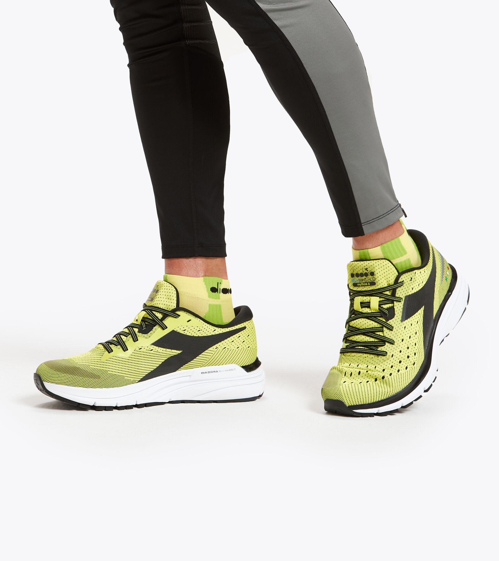Footwear Sport UOMO MYTHOS BLUSHIELD 6 SULPHUR SPRING/BLACK/WHITE Diadora