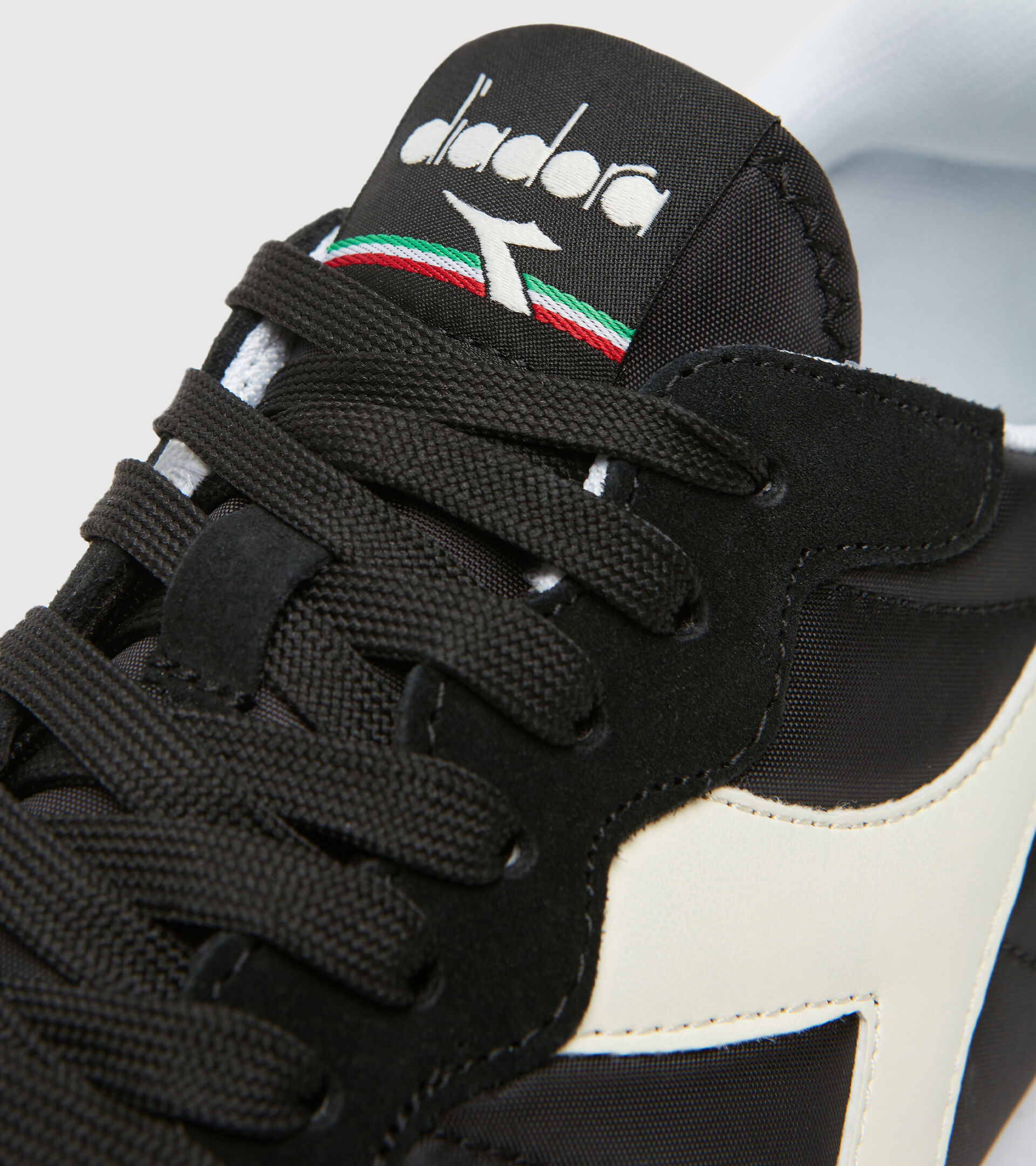Footwear Sportswear UNISEX CAMARO BLACK /WHITE Diadora