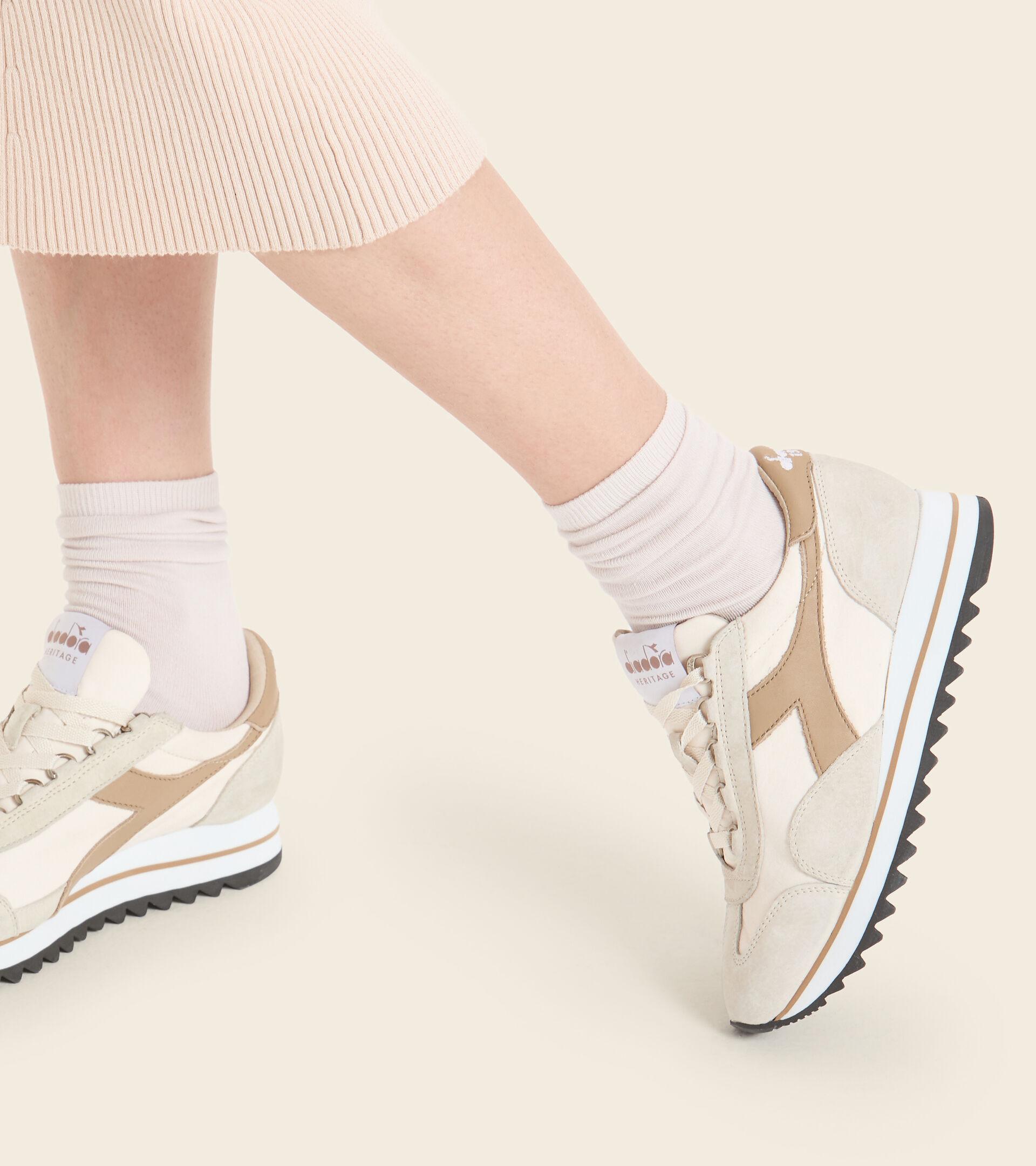 Heritage shoe - Women EQUIPE SUEDE SW EVO WN EGG WHITE - Diadora