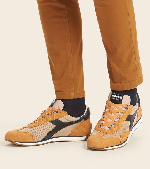 Footwear Heritage UNISEX EQUIPE SUEDE SW BEIGE FOSCHIA DESERTO Diadora