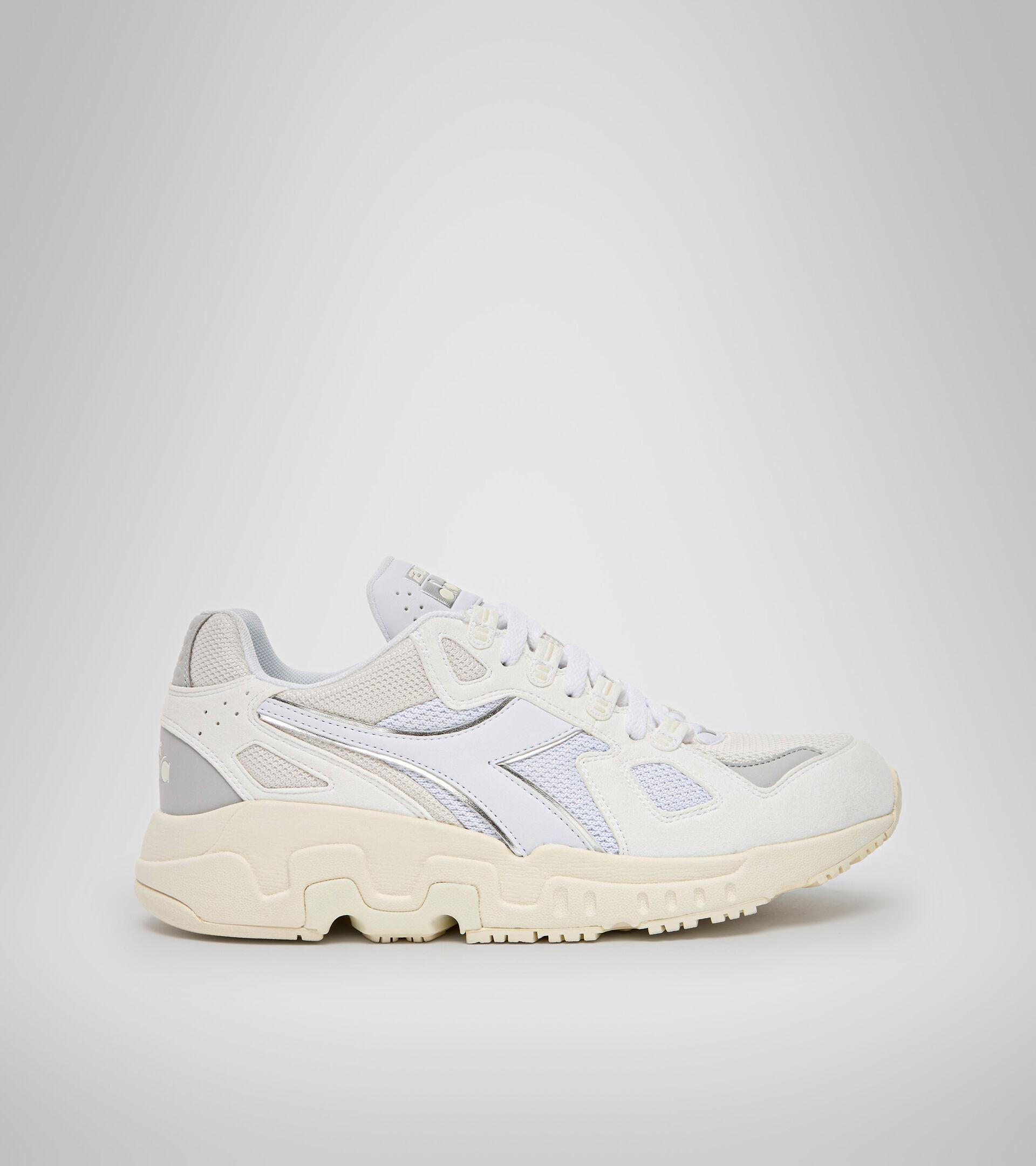 Footwear Sportswear UOMO MYTHOS SUEDE WHITE/WHITE/WHISPER WHITE Diadora