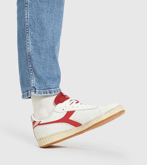 Sports shoe - Unisex GAME L LOW ICONA WHITE/RED PEPPER - Diadora