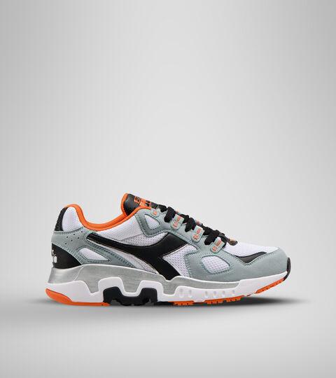 Footwear Sportswear UOMO MYTHOS SUEDE WHITE/SLATE Diadora